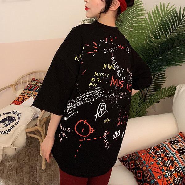§獨具衣格§ J1297 塗鴉風印花寬鬆版棉T上衣-大尺碼